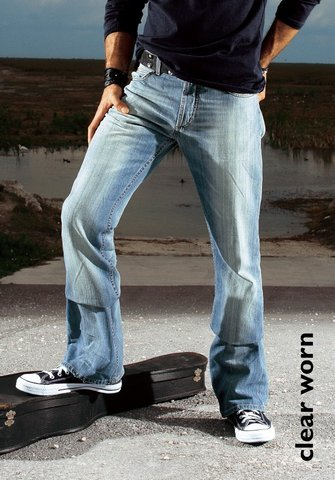 Изначально одежда из джинсовой ткани